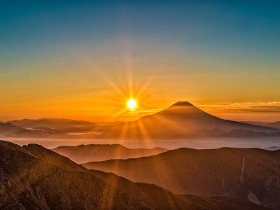 太陽が昇る